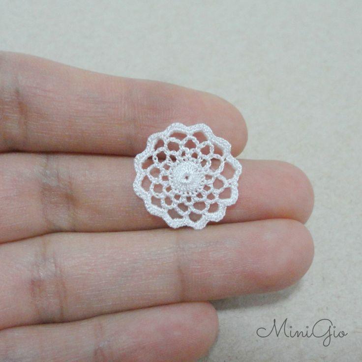 Miniature crochet round doily 0.75 inch dollhouse by MiniGio