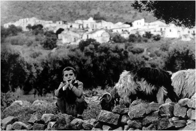 Σπιναλόγκα Κρήτη. Παιδί με γίδες (1961-67)