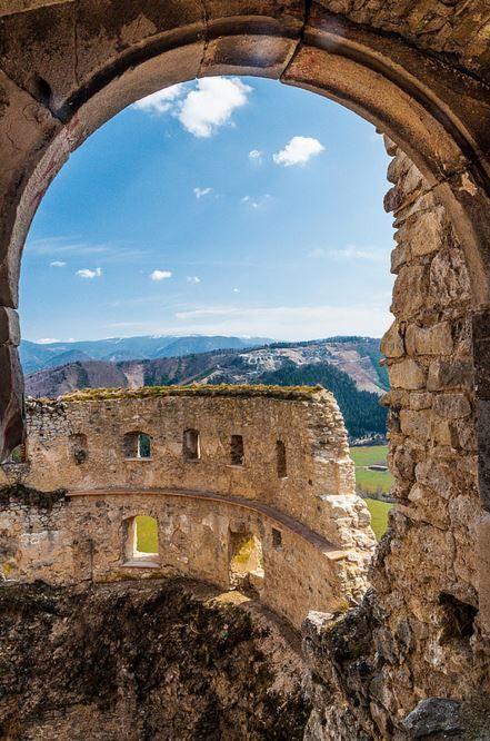Lietava Castle / Slovakia (by Andrej Slavik).