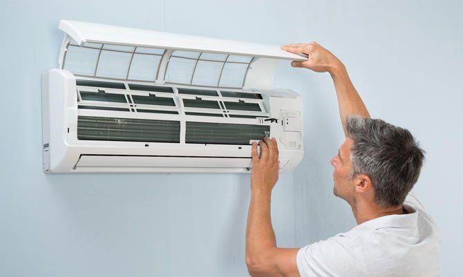Damit sich in der Klimaanlage weder Bakterien noch Pilze ausbreiten, sollten Sie das Gerät regelmäßig reinigen und desinfizieren. Hilfreiche Tipps gibt's auf UPDATED.