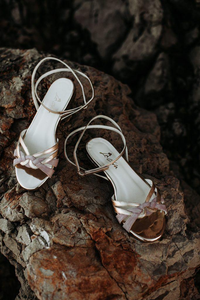 Brautschuh Flache Sandalette In Gold Und Altrosa Zur Hochzeit Athen In 2020 Brautschuhe Schuhe Hochzeit Hochzeitsschuhe