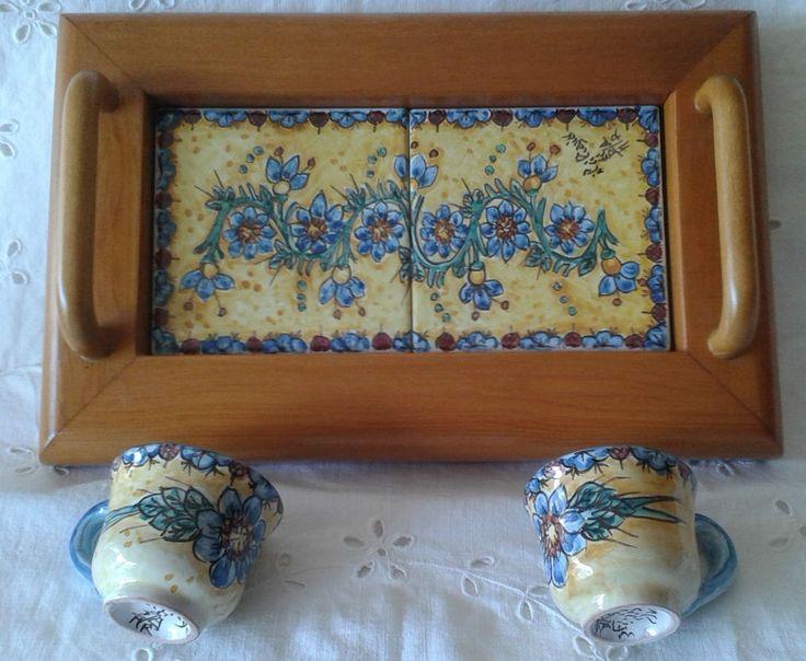 Servizio Tète a Tète con vassoio in legno e ceramica.