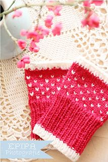 NEW you asked for an English version of my wrist warmers. Now it is online. YAY!