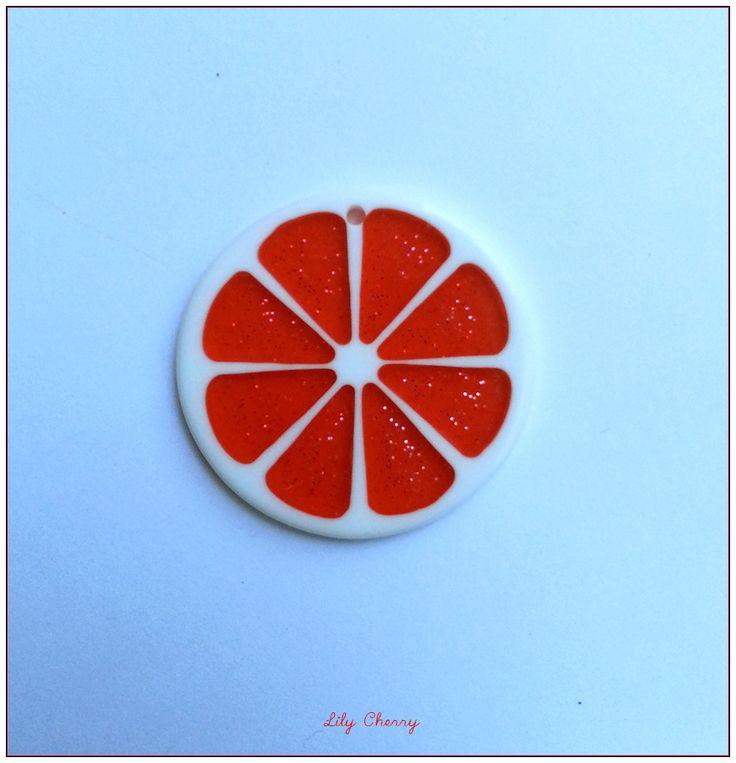 Pendentif rondelle de fruit transparente résine paillette ROUGE x1 : Fruits, légumes par lilycherry