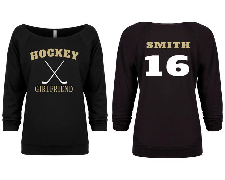 Hockey Girlfriend Shirt. Womens Hockey Shirt. Slouchy Shirt. Off the Shoulder Shirt. Hockey Sweater. Custom Hockey Shirt. Hockey Season. de FiercelyYouClothing en Etsy https://www.etsy.com/mx/listing/464975166/hockey-girlfriend-shirt-womens-hockey