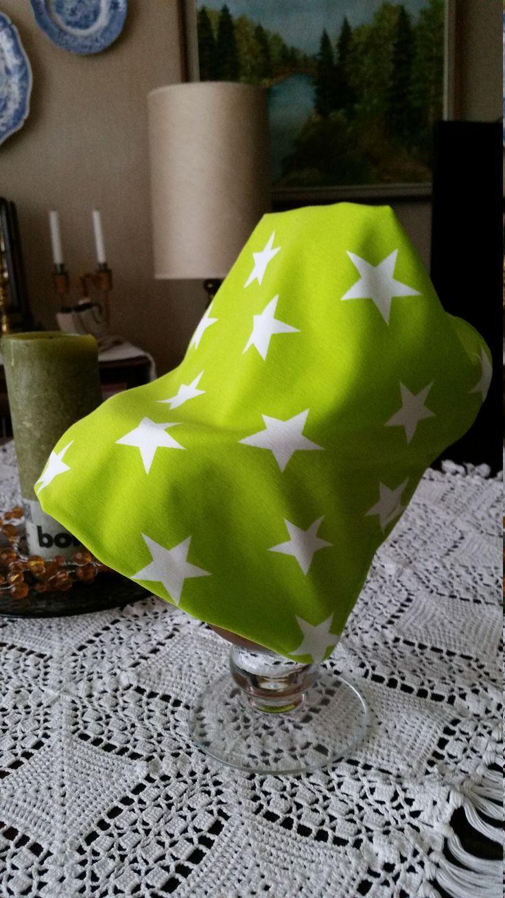 Pipo, sydd enligt mönster från Suuri Käsityökerho http://www.kodinkuvalehti.fi/artikkeli/suuri_kasityo/ompelu/nain_ompelet_trikoopipon