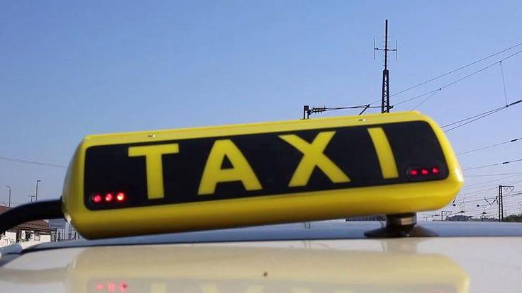 Immer mehr Taxen haben neue Schilder mit roten LEDs. Wenn die leuchten oder blinken, ist das nicht etwa ein