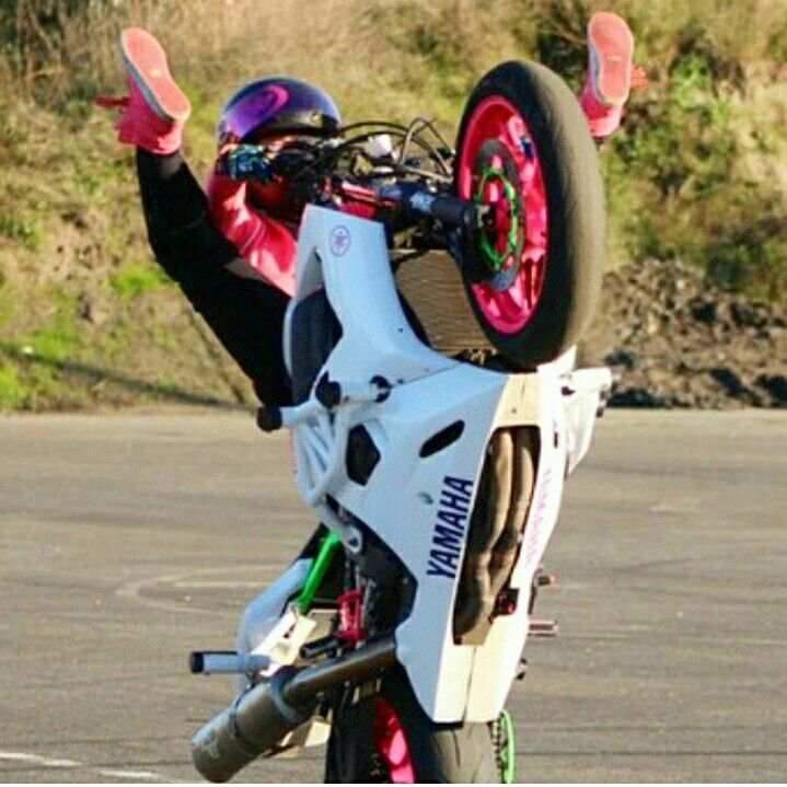Sponsored Rider @drea253stunts smashing on the tank tricks making it look easy on her ZeusArmor equipped R6S #zeusarmor #dowork #yamaha #r6s