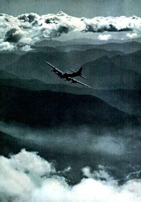 Boeing B-17 Flying Fortress. In: Flying Magazine, Aug 1944. Chariot of the Brave!
