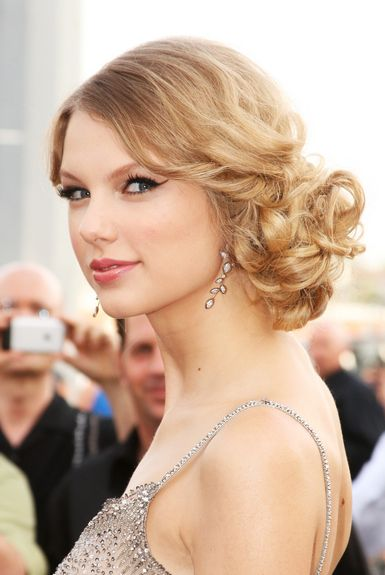 Taylor Swift's curly side bun.