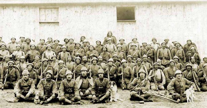 Geyikli Alay olarak tanınan 39. Alay'ın subayları ve Mehmetçikler. (Çanakkale)