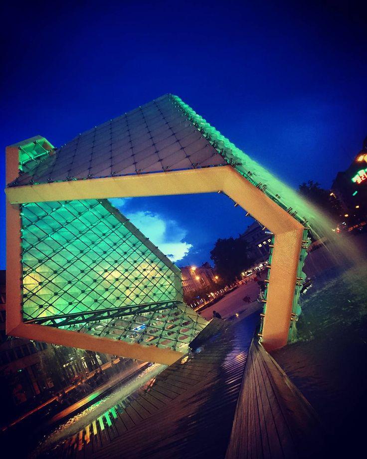 Fontanna Wolności na...Placu Wolności w Poznaniu. Świeci i błyszczy już od 5 lat  _____________ #docelowo #Poznań#Poznan#Posen#wielkopolska