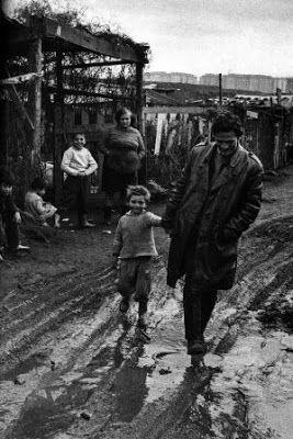 No matarán a Pasolini. Pasolini era verdad, es verdad como pocos artistas actuales. Hasta en sus contradicciones era sincero. Y humano. Gregorio Belinchón | El País, 2015-11-01 http://cultura.elpais.com/cultura/2015/11/01/actualidad/1446413575_577526.html
