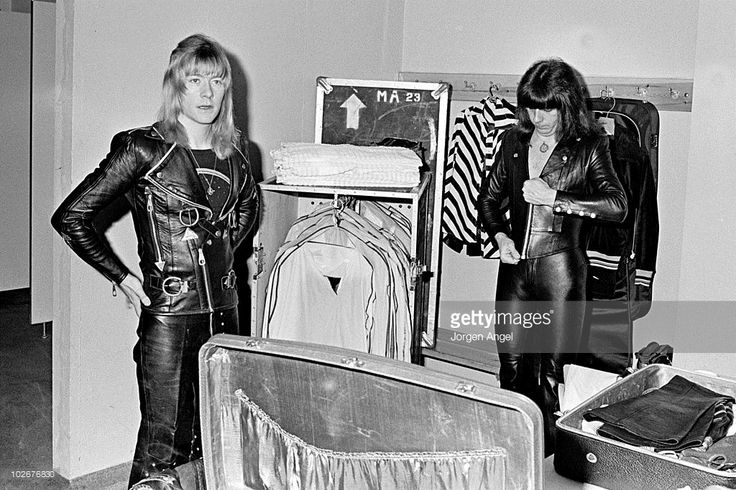 Brian Connolly and Andy Scott of The Sweet backstage in the ...