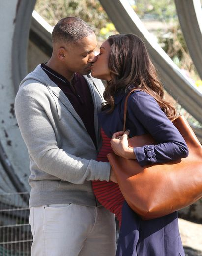 "Will Smith and Naomie Harris film a romantic kissing scene for their upcoming movie ""Collateral Beauty"" in NYC's Central Park."