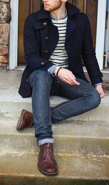 Gabán negro, no puedo faltar en el armario de un hombre,  son muy lindos y estan muy de moda.