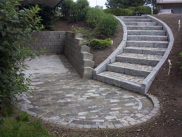 Neptunveien. Trapp av granitt kantstein og betongstein