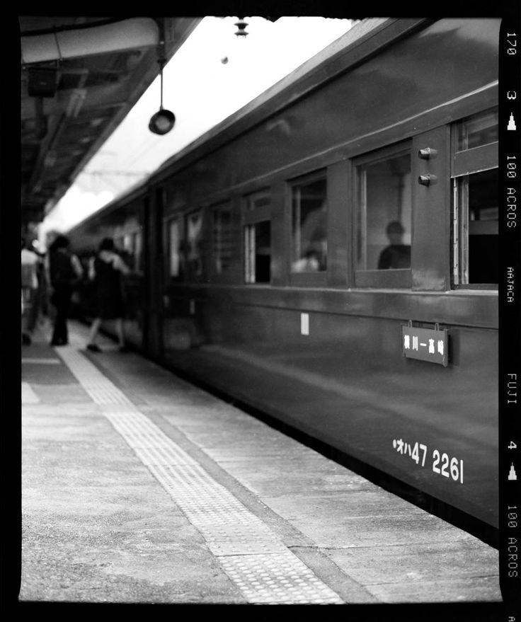 先週撮影した蒸気機関車の写真お家で現像したフィルムをカメラで撮って補正してデジタル化  #slレトロ碓氷  #sl  #蒸気機関車 #モノクロ #フィルム #自家現像 #monochrome #film #selfdevelop #mamiya #MamiyaRB67 #steamlocomotive