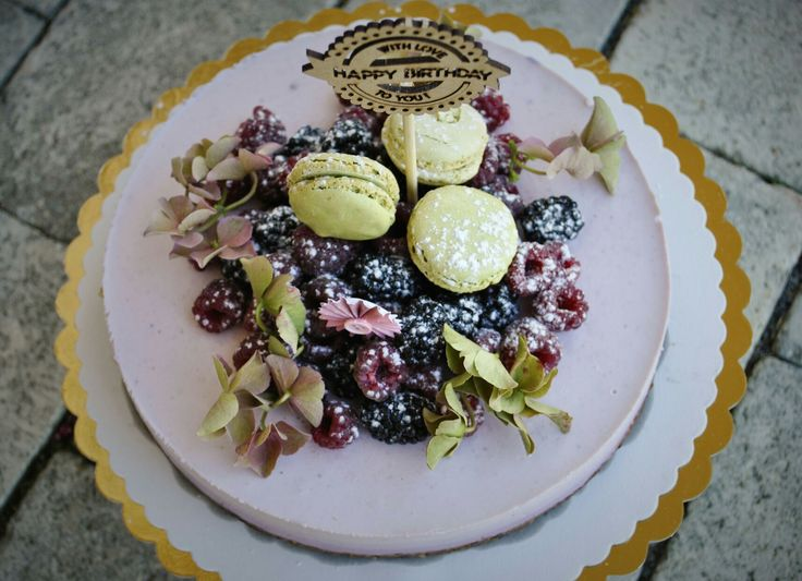 Forrest fruit vegan cake