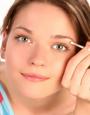 How To Pluck Eyebrows Perfectly