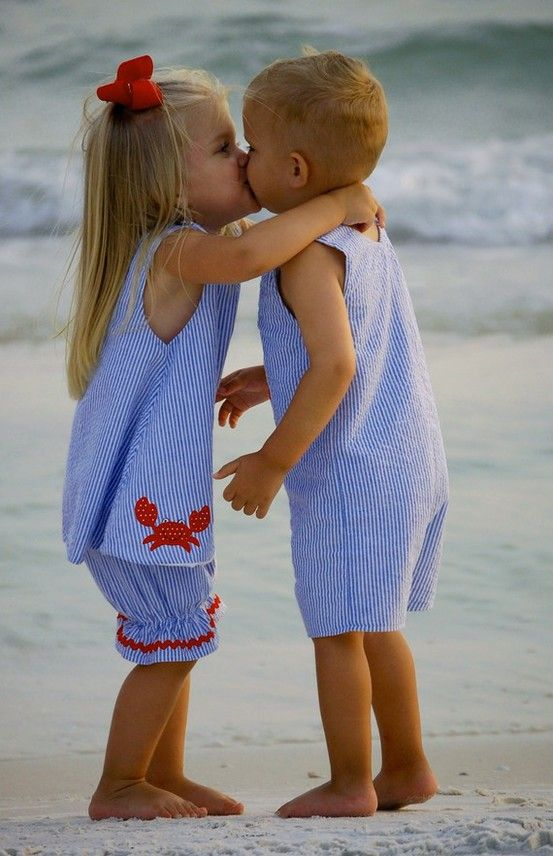 So cute: Little Girls, A Kiss, Matching Outfits, Baby Girl, Girls Outfits, Future Kids, My Children, Sweet Kiss, Young Love