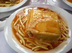 FRANCESINHA À MODA DO PORTO  Ingredientes: individual: 2 Fatias de pão de forma; 3 Fatias de fiambre; 8 Fatias de queijo; 1 Linguiça; 2 Fatias de paio; 1 Bife 150g a 200g.  Preparação da francesinha: da base para o topo fatia de pão de forma fiambre queijo paio bife fiambre queijo paio lingüiça aberta fatia de pão de forma Cobrir com o resto do queijo. Depois de colocado o queijo, levar ao forno para que este derreta e gratine! Nota: grelhar a lingüiça e o bife  molho (4 pessoas) 4 dentes…