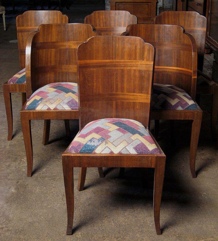 Sechs französische Art Deco Stühle  Epoche : Art Deco Holzart : Nussbaum Maße : Höhe 92 cm, Breite 49 cm, Tiefe 53 cm, Sitzhöhe 50 cm Kennung : Nr. 324