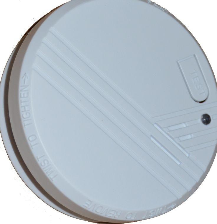 Sistemas de seguridad domésticos contra incendios. Detectores de humo. Información técnica y montaje de los sensores de humo. Todo lo que deberías saber. https://www.bricoblog.eu/detectores-de-humo-todo-lo-que-debes-saber/ #Bricolaje #Seguridad #Alarmas