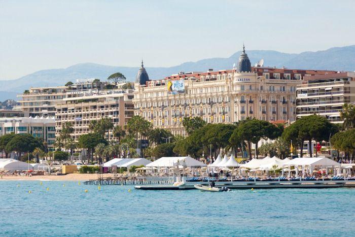 Cannes spreekt tot de verbeelding: langs de kust vind je goudgele zandstranden,  kostbare jachten glinsteren als diamanten in de haven en op Boulevard de la Croisette hoor je het brullende geluid van peperdure auto's.    Meer weten over Cannes? Kijk op onze website: http://autovakanties.sunweb.nl/frankrijk/cote_dazur/cannes