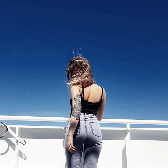 📸 #sky #bluesky #boat #girl #tattoo #mandalatattoo  #summer #spring #sun #contrasts #instagood #instadayly #pictureoftheday