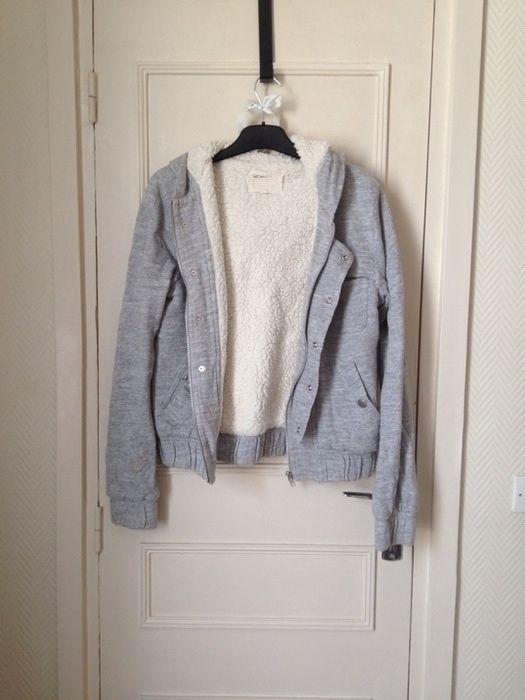 #gatrimon #mouton #veste #gris  Veste fourrée Gat Rimon  Avec capuche  Se fermant par un zip
