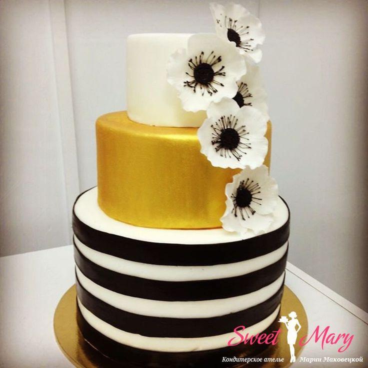 Торт с анемонами лаконичный, стильный и в то же время привлекает внимание. Бело-золотой декор в сочетании с эффектными черными полосками, повторяющими по тону сердцевину анемонов, делает этот свадебный торт очень эффектным. #кондитерская #кондитерскаямосква #тортмосква #торт #десерт #сладкое #вкусныйторт #тортназаказ #заказатьторт #купитьторт #авторскийторт #свадебныйторт #тортнасвадьбу #детскийторт #тортнаденьрождения #sweetmary #candybar #кэндибар #свадебныйкэндибар #weddingcake #cake