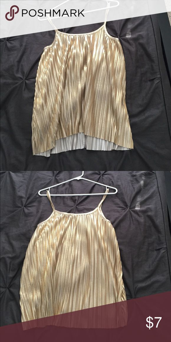 H&M gold cami Shiny gold H&M cami that is loose fitting H&M Tops