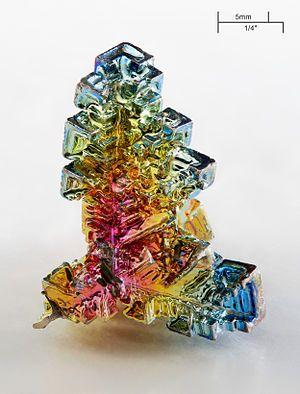 最も美しい自然の結晶の一つビスマス鉱石の結晶