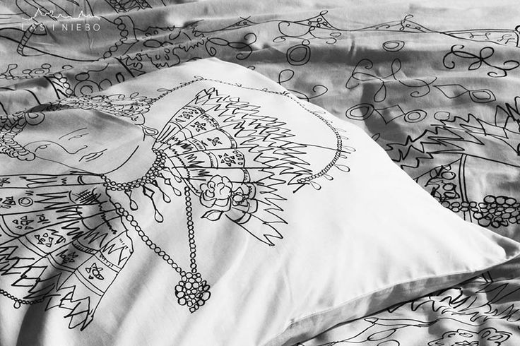 Interesting duo in interior: Elizabeth I queen of England and sir Robert Dudley,queen's favorite and lover in linear, drawing version printed on bedding. Cover up one of the most beautiful dresses in history of costium, feel like a queen. And suggest to your partner, Renaissance fashion as befits... tight stockings and pants knickerbockers  Top black&white, under bright grey lasiniebo.pl
