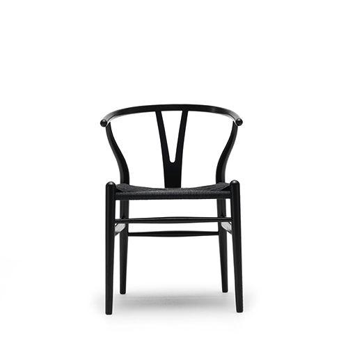 Y - Stolen CH24 er en klassisk smuk og let skulpturel mødestol, som også er velegnet til bare at slappe af i. Eksklusiv mødestol til at løfte indretningen.