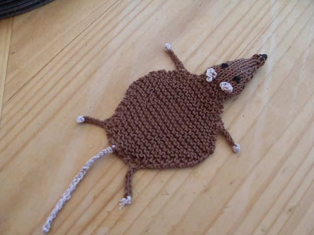 Knit flat rat bookmark, free pattern on Ravelry Knitting and some crochet ...
