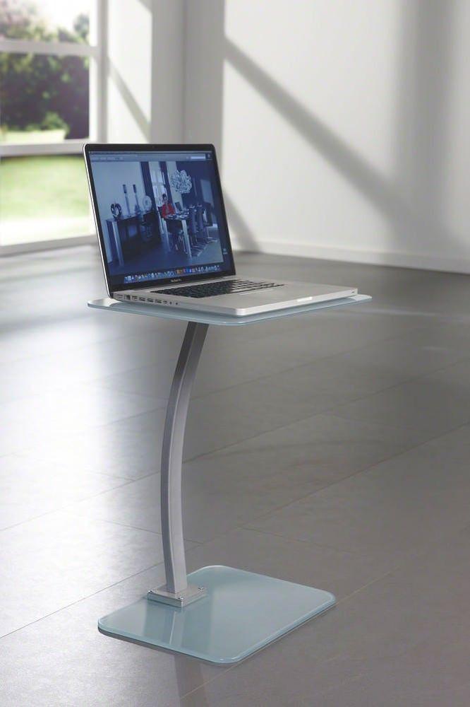 Met deze stijlvolle bijzettafel/laptoptafel van het merk Davidi Design kun je alle kanten op wat betreft je inrichting. Gebruik de bijzettafel bij je bank, als laptoptafel of als plantentafel en je inrichting zal nooit meer hetzelfde zijn. De design Bijzettafel Jade straalt van elegantie en voldoet aan jouw verwachtingen.  De glazen bijzettafel is een blikvanger op zich. Dankzij het eigentijdse ontwerpt straalt de bijzettafel van elegantie.