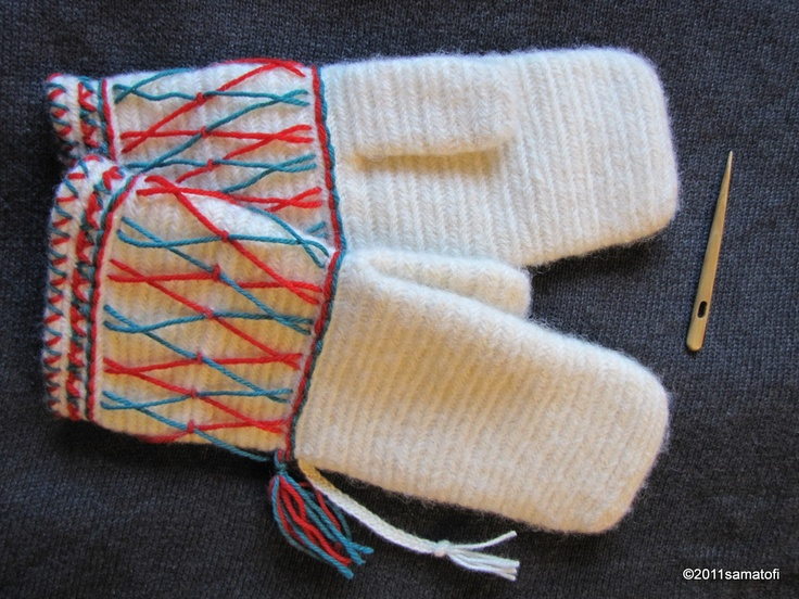 Kirkkokintaat (Finnish church mittens, or groom's mittens)