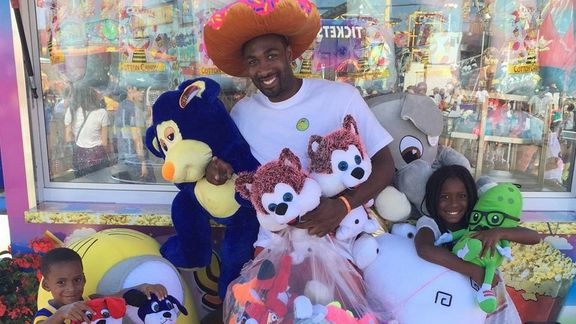 Here's what happens when Gilbert Arenas plays a carnival basketball game