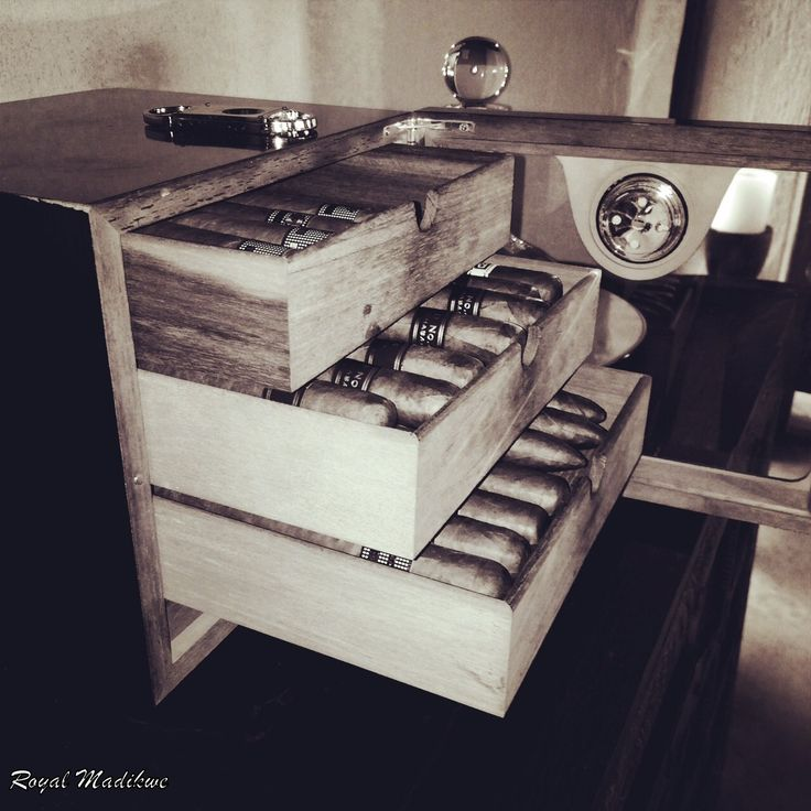 Cuban Cigars in the gorgeous cigar holder