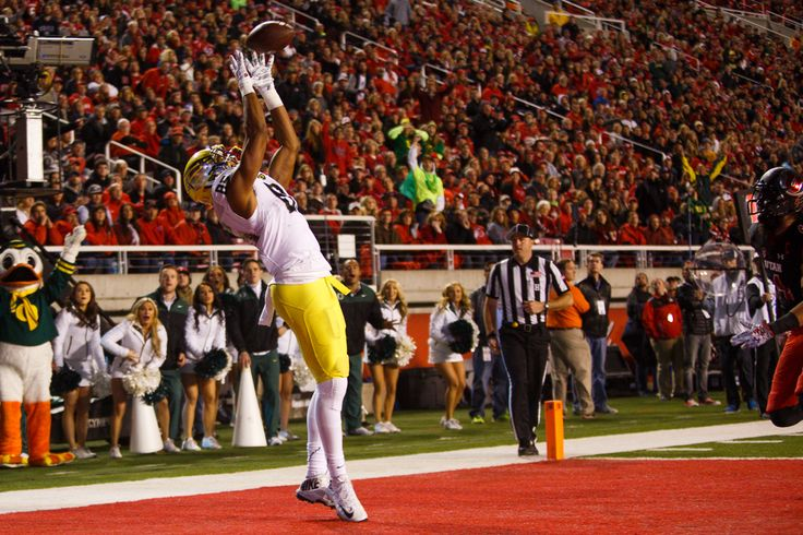 Oregon Ducks tight end Pharaoh Brown (85) stretches towards the ball for an Oregon touchdown during the second quarter.  The No. 5 Oregon Ducks play the No. 20 Utah Utes at Rice-Eccles Stadium in Salt Lake City, Utah on November 8, 2014. (Taylor Wilder/Emerald)
