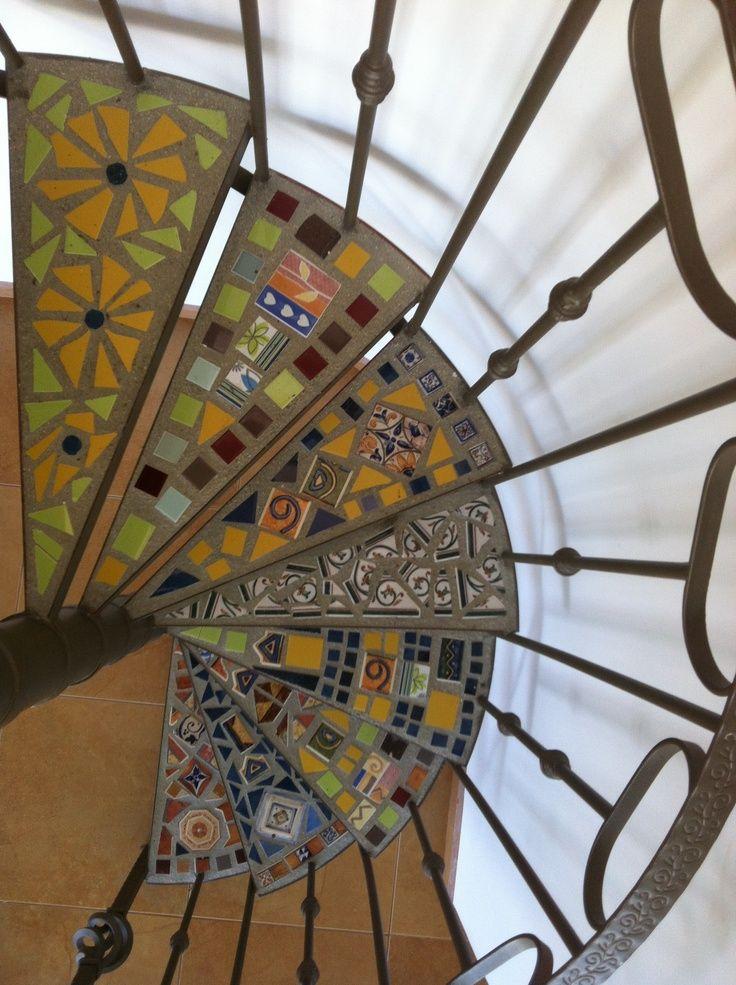 Las 25 mejores ideas sobre escalera helicoidal en for Formas de escaleras