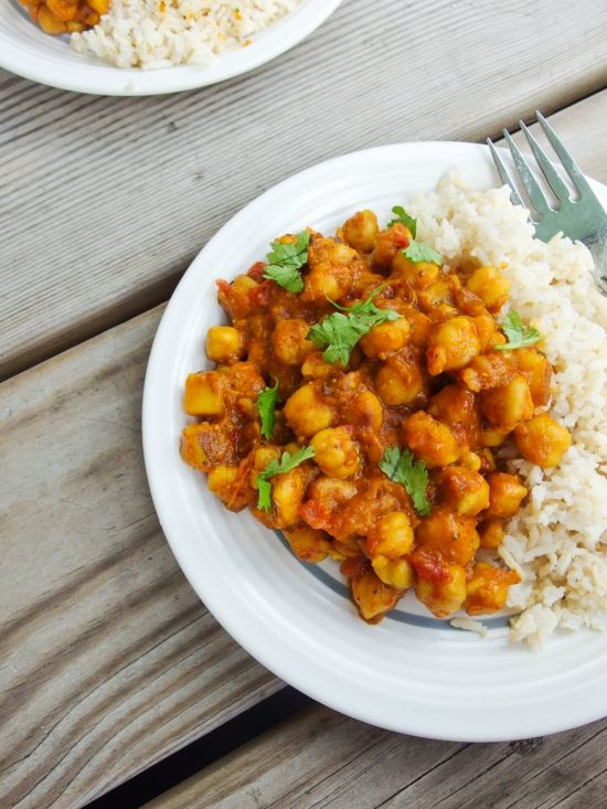 Restaurant-style chickpea curry with a kick! This chickpea vindaloo is sure to satisfy with its tantalizing blend of tanginess and spices.
