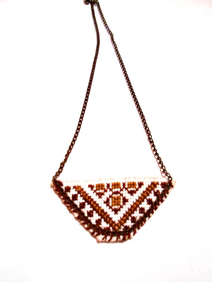 medalion in cruci Urmareste-ne aici: https://www.facebook.com/GrannyMadeRo