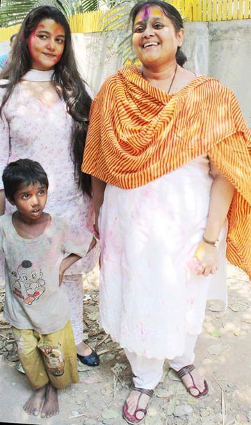 Supriya Pathak celebrates holi