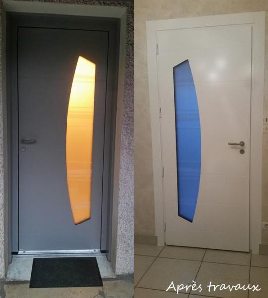 L'un de nos principaux fournisseurs de portes d'entrée est Bel'M, un fabricant français que nous apprécions pour son offre variée et de qualité. Ainsi ici, c'est le modèle Virgule de Bel'M qui a été retenu pour remplacer une porte d'entrée vitrée en bois. Cette porte en aluminium  au design contemporain s'orne de lignes asymétriques et d'un triple vitrage sablé, pour une entrée moderne et lumineuse.