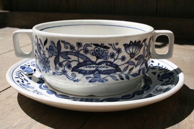Boch Zwiebel - soepkommen in mooi blauw- wit dekor