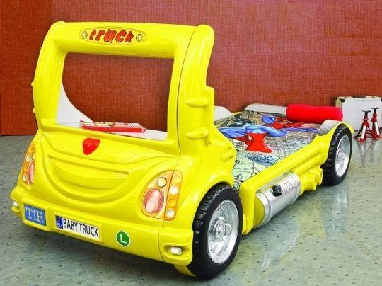 Ein gelber Truck als Kinderbett - oder eine Kinderbett in der Form eines Trucks.