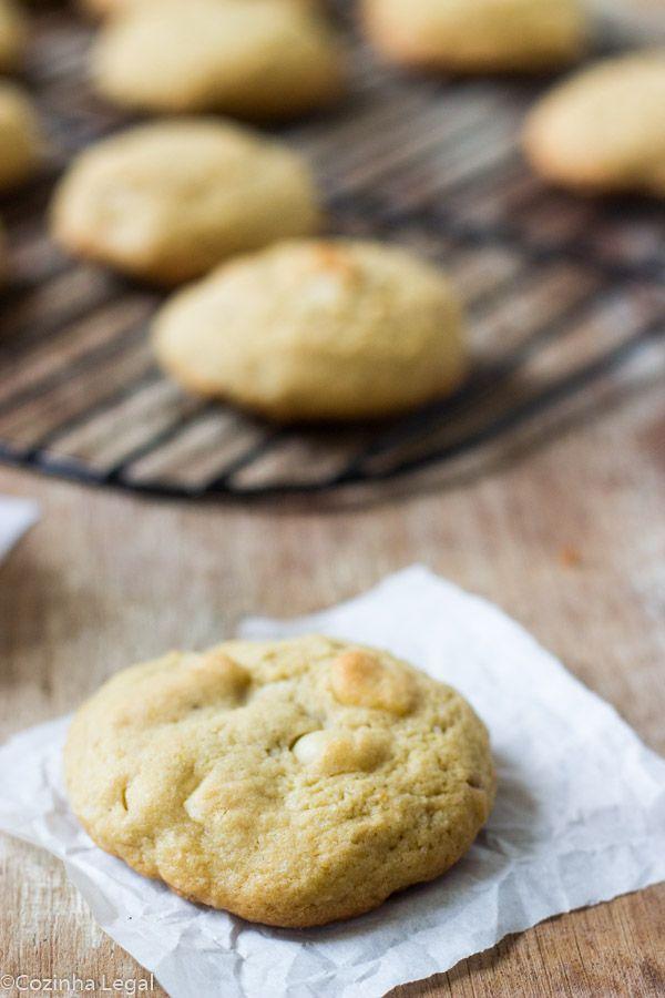 Cookies de macadâmia e chocolate branco são perfeitos para acompanhar um café fresquinho ou leite bem gelado | cozinhalegal.com.br